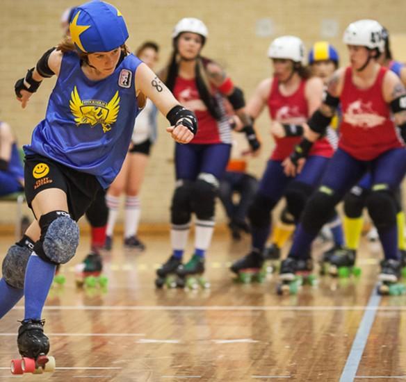 Lil Slinky aka Josefin Hellgren jammar fär Stockholm BSTRDs mot Dock City Rollers